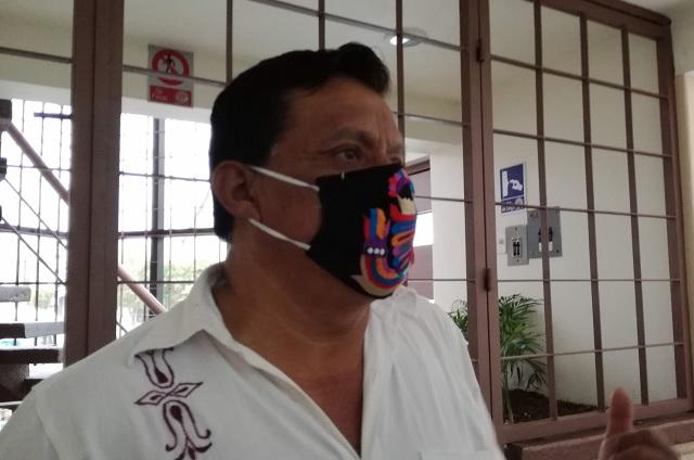 Desfalca Santander a más de mil maestros de la Sierra Negra