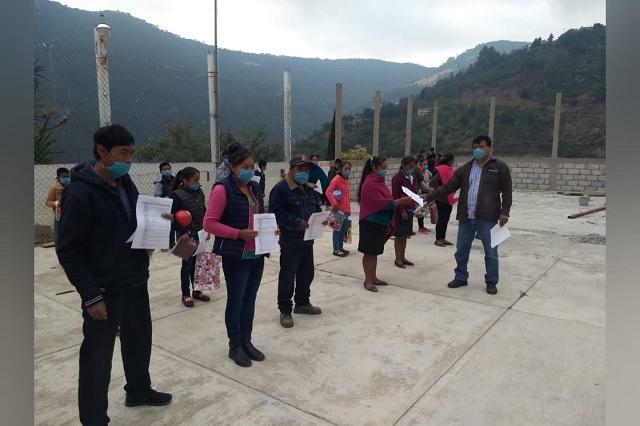 Docentes acuden a la Sierra Negra para evitar rezago educativo