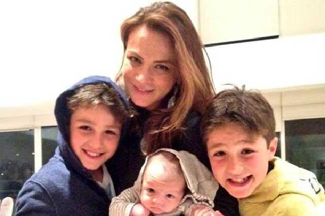 Comparten fotos del hijo de Silvia Navarro junto a hermanos Lascuráin