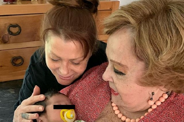 Silvia Pinal y Enrique Guzmán juntos en el bautizo de su nieto Apolo
