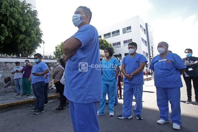 Por covid en Puebla han muerto 192 médicos y 58 enfermeras