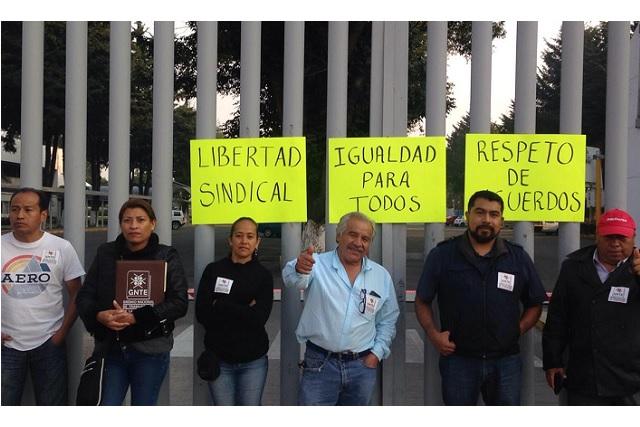 Sindicalistas bloquean acceso a la SEP; piden atender quejas