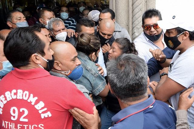 Conatos de violencia en asamblea de reelección de Gonzalo Juárez