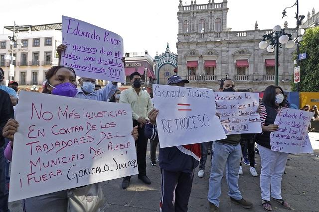 Sindicalistas acusan a Claudia Rivera de dar bases irregulares