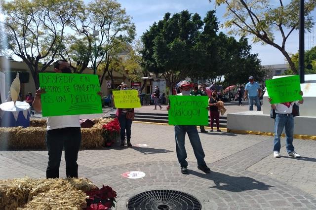 Acusan despido injustificado de 70 empleados del sindicato de Tehuacán