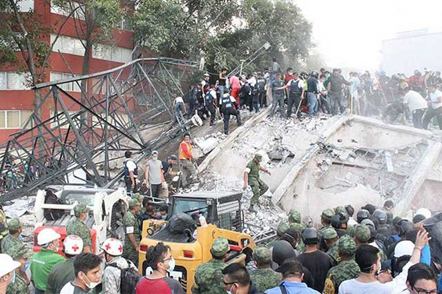 Suman 337 los muertos tras terremoto en México