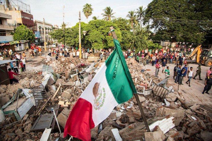 Instalan anuncio de México está de pie a metros del Multifamiliar Tlalpan