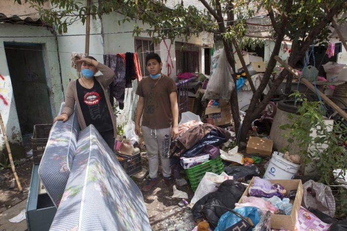 Entregan apoyos para renta a más de mil falsos afectados en CDMX