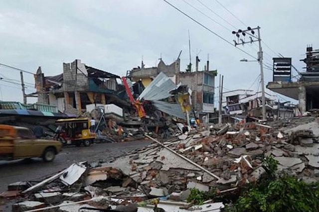 Crece a 366 la cifra de muertos por el terremoto en Ecuador