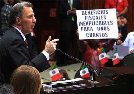 Peña Nieto se reúne con demócratas en Los Pinos
