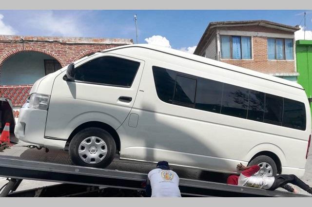 Aseguran 21 unidades de transporte pirata en Puebla