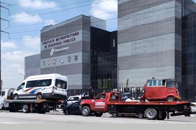 Aseguran 67 taxis y microbuses irregulares en Puebla
