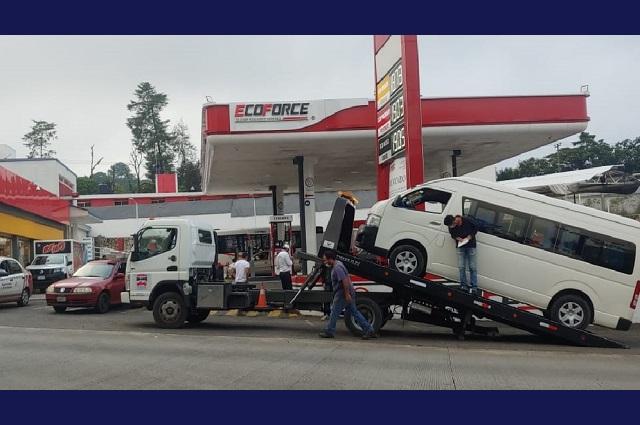 Aseguran 26 unidades piratas de transporte en Puebla