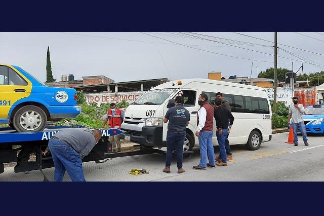 Aseguran 23 unidades irregulares de transporte en Puebla