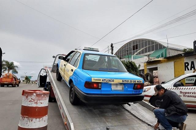 Aseguran 23 unidades de transporte pirata e irregulares en Puebla