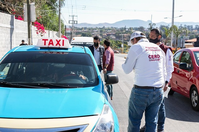 Operativo contra taxis piratas en Atlixco detiene dos unidades