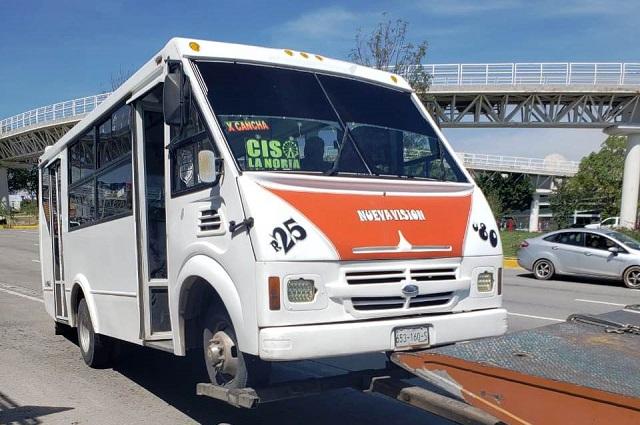 Detienen a seis unidades de transporte público pirata en Puebla