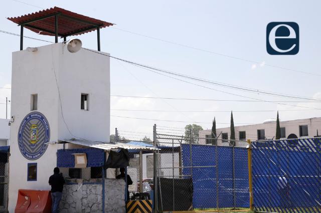 Homicida burla cuatro filtros y sale caminando del Cereso de Puebla