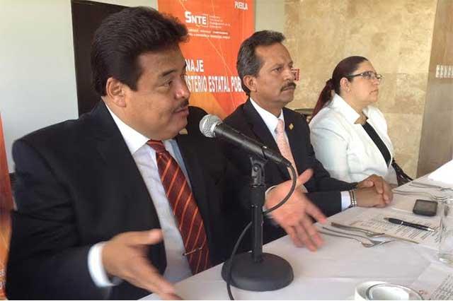 Defraudan a maestros con venta de plazas en Puebla