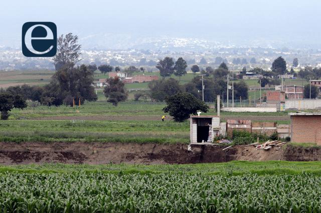 Cae casa que estaba junto al socavón en Puebla