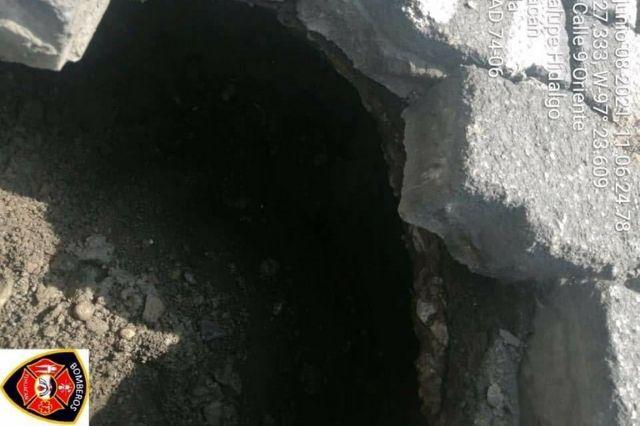 Ahora se registra socavón en Tehuacán por tubería rota