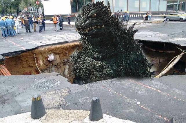 Video y memes del socavón que se abrió en la Ciudad de México