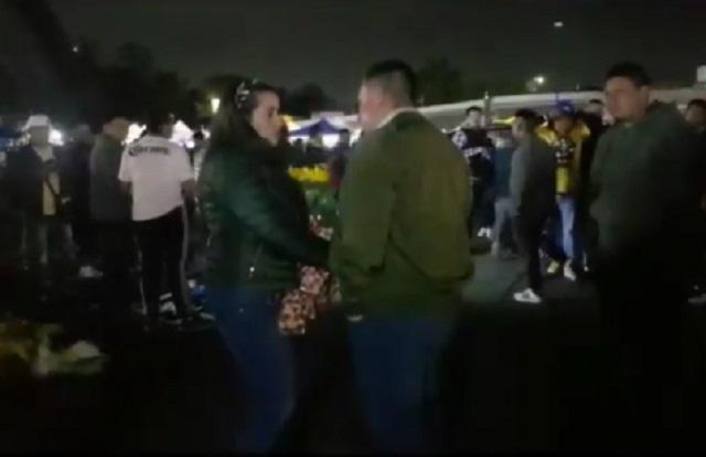 Soldado caído: pide matrimonio y lo batean afuera del estadio