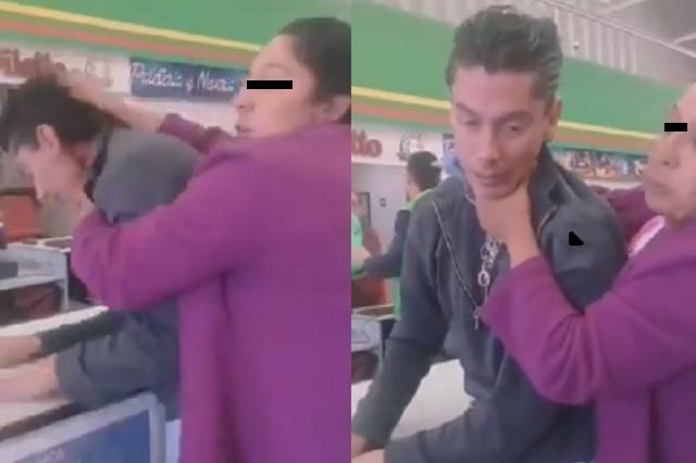 Sorprende a sujeto grabando a su hija y lo somete para entregarlo a autoridades