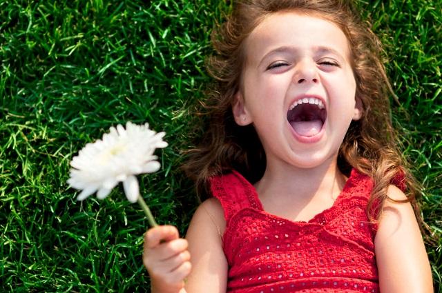 ¿Sabes cuáles son los beneficios de sonreír para tu salud?
