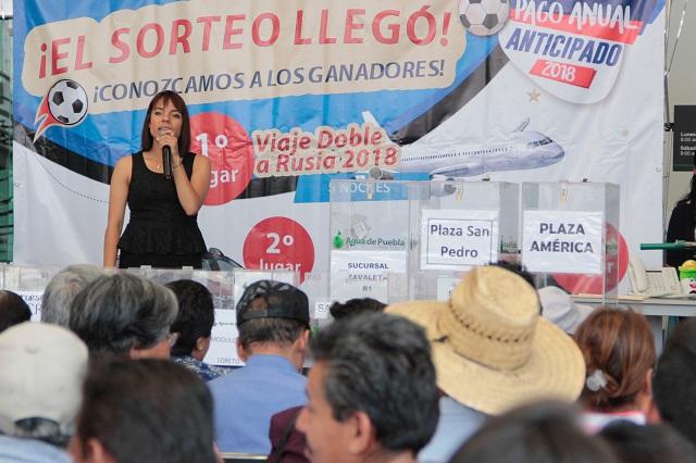 Viaja vecina al Mundial de Rusia por pagar el agua en Puebla