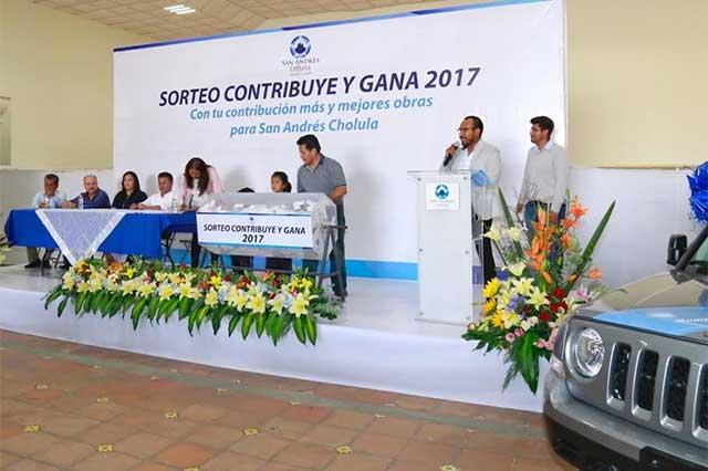 Entregan premios del sorteo predial en San Andrés Cholula