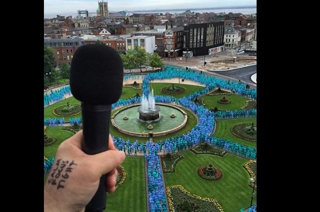 Sea of Hull: Spencer Tunick desnuda a miles en Reino Unido