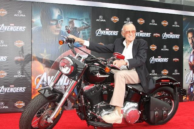 Fans ponen a llorar a superhéroes por muerte de Stan Lee