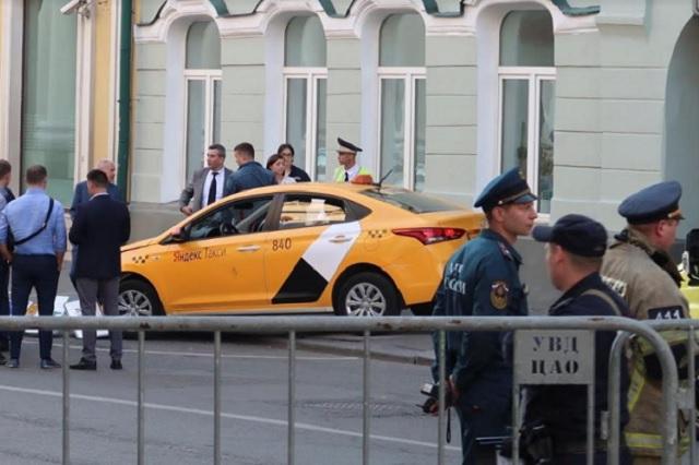SRE precisa que son 2 las mexicanas que fueron embestidas por taxi en Rusia