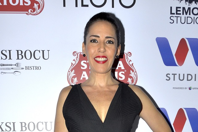 Stephanie Salas negociaría su versión del romance con Luis Miguel