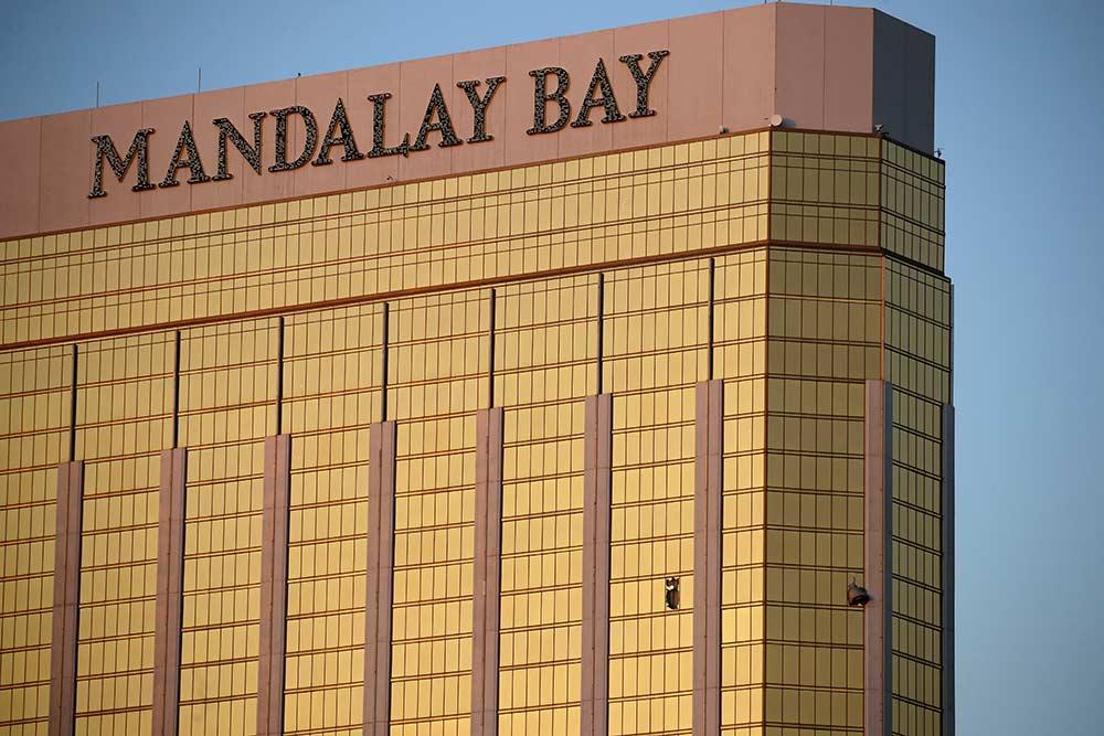 Paddock se armó con una docena de rifles y mató a 58 personas en Las Vegas