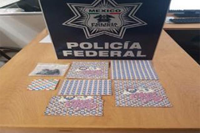 Decomisan en el aeropuerto 2 mil stickers impregnados con LSD