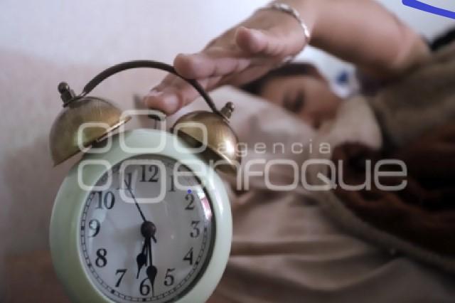 Adolescentes que duermen muy tarde propensos a asma y alergias