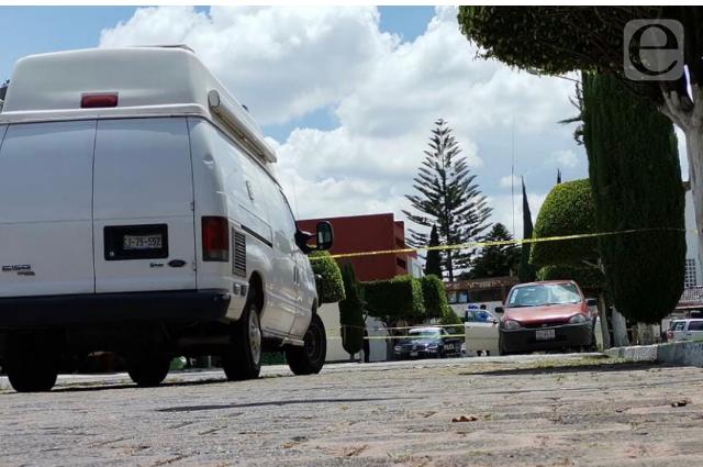 Adulto mayor se suicida en su auto en Puebla