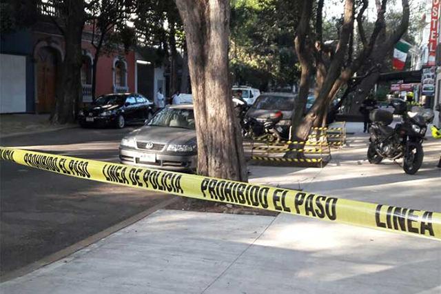 En la calle, hombre se suicida frente a su hijo