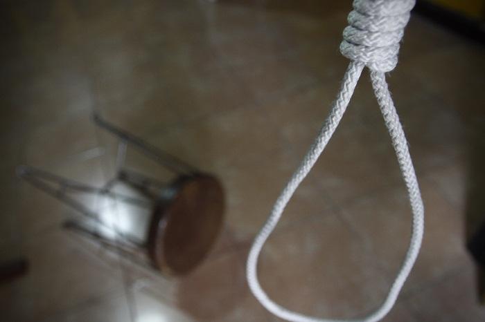 Joven universitario se suicida en Granjas del Sur