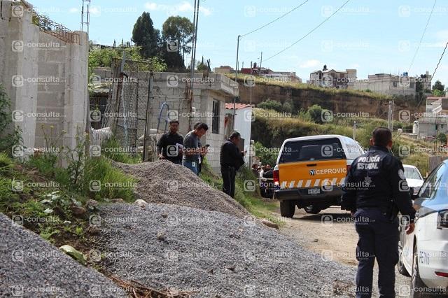 Niño de 8 años halla muerta a su mamá al norte de Puebla capital