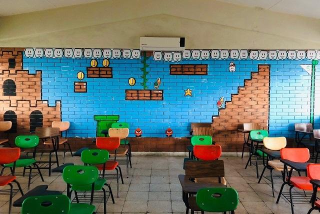 Maestro pinta salón estilo Super Mario Bros y se hace viral