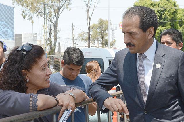 Esparza Ortiz supervisa proceso de admisión en la BUAP