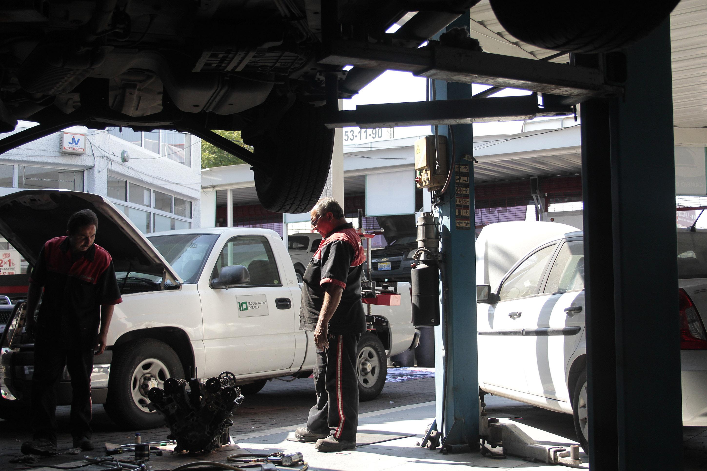 Por prácticas abusivas, Profeco sanciona a siete talleres mecánicos
