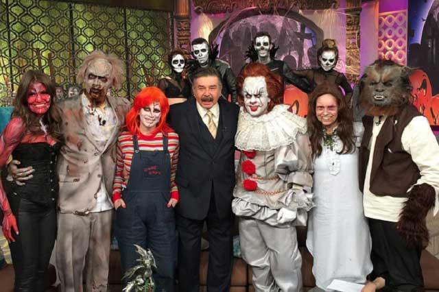 VIDEO Tanía Rincón recrea escena del exorcista: siembra terror y asombro