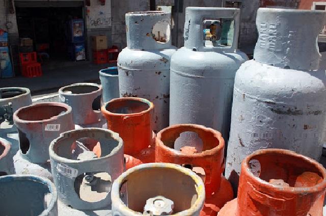 Falsos policías roban camión con tanques de gas en Chietla