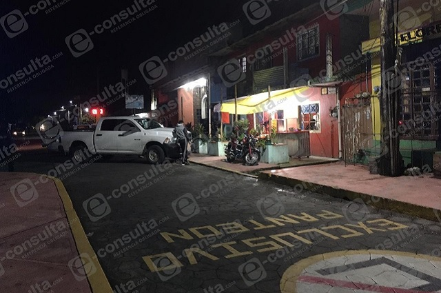 Hallan drogas y prostitutas en Taquería de Xicotepec