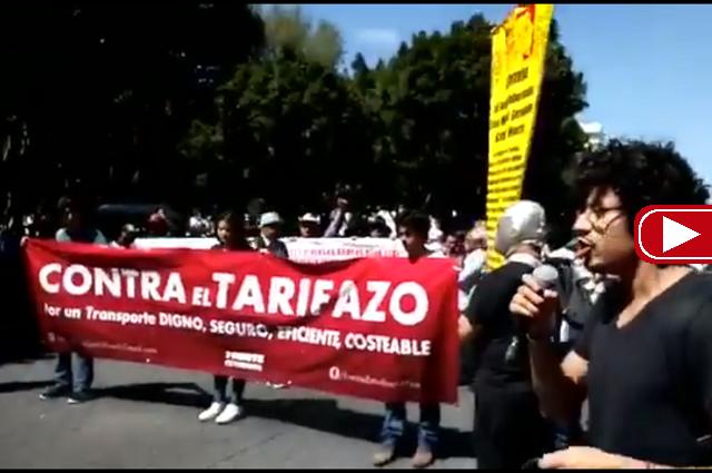 Pobre participación en marcha contra alza al pasaje en Puebla