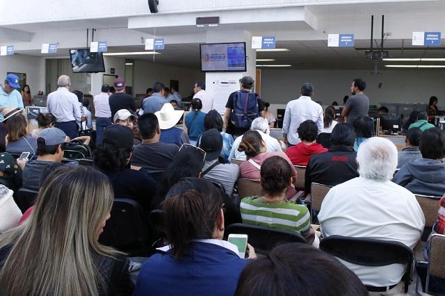 Un burócrata atiende en promedio 332 trámites en Puebla